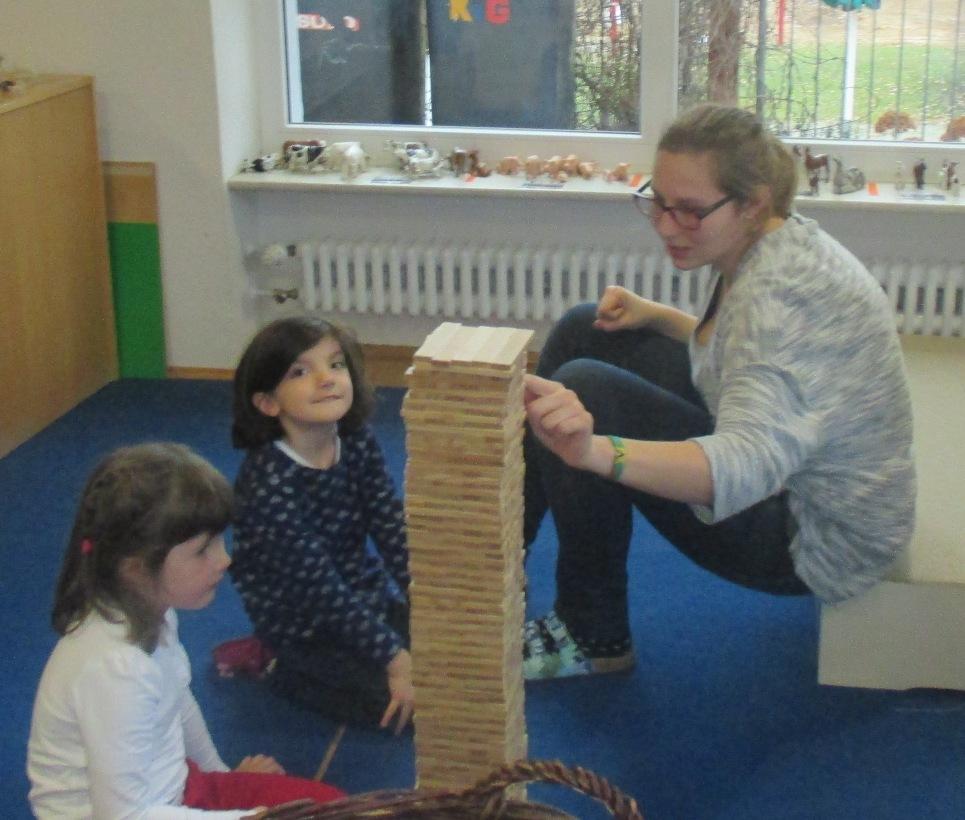 Praktikantin im Kindergarten