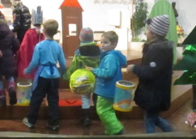 Einzug der ABC-Kinder in die Kirche
